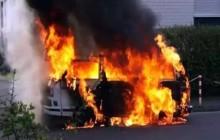दुईवटा ट्रकमा आगजनी