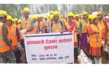 धुर्कोट गाउँपालिकामा प्रधानमन्त्री रोजगार कार्यक्रम सुरु, १५० जनालाई ३० दिने रोजगारी