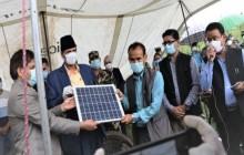 गण्डकी प्रदेश सरकारले दुर्गमका १२० घरधुरीलाई गर्यो सौर्य ऊर्जा वितरण, स्थानिय हर्षित