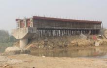 नौ वर्षमा पनि सकिएन कन्द्रा नदीमा निर्माणाधीन पुल