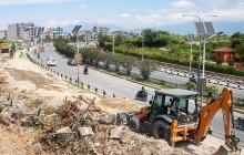 प्रहरीले चोकैपिच्छे निर्माण सामग्रीको गाडी रोकिदिँदा काठमाडौँका अधिकांश सडक निर्माण ठप्प