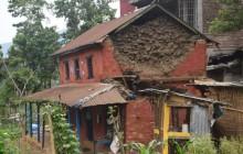 भूकम्पले घर भत्किँदा चार घाइते, एक दर्जन घरमा क्षति